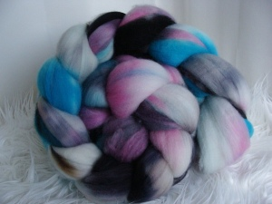 hand dyed wool roving, superwash wool roving, hand dyed fiber, handspun  yarn